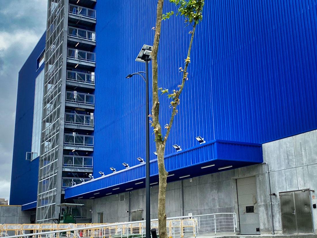 案名:桃園青埔IKEA,使用產品:屋頂外牆彩色鋼板,彩色鋼板的重點在於, 防鏽蝕以及, 鋼板褪色, 鋼板退色, 暨台中IKEA旗艦店後,本司再度配合IKEA展店,於青埔再完成一案,施作位置即是屋頂外牆彩色鋼板,另外彩色鋼板最常遇到的問題就是, 鋼板褪色, 鋼板退色, 以及鏽蝕等問題,屋頂外牆彩色鋼板是一個外觀上看不出差異,但價格上可以有很大差異的產品,材料進場前的相關檢核非常重要6