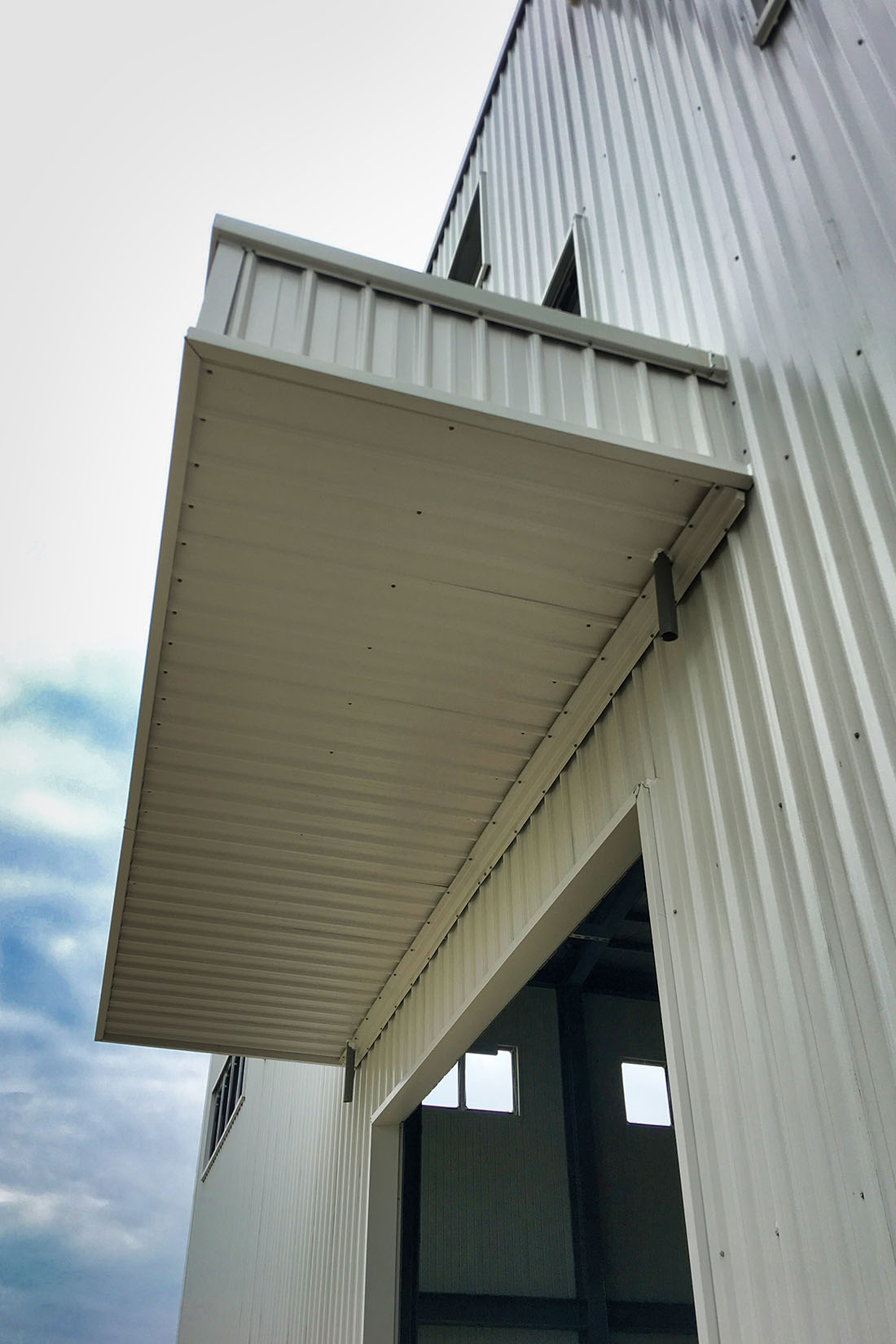 屋牆面彩色鋼板, 施工快速9